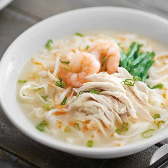 Ipoh Koay Teow Soup With Prawns + Chicken Slices