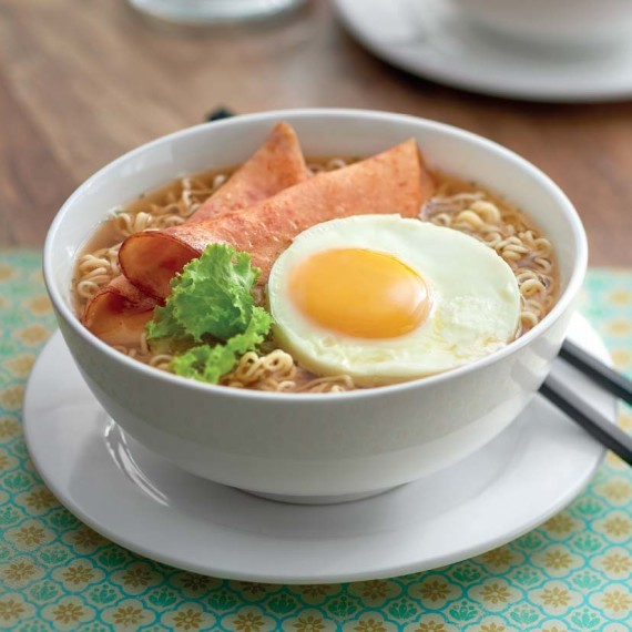 Springy Noodles With Sunny Side Up + Chicken Roll